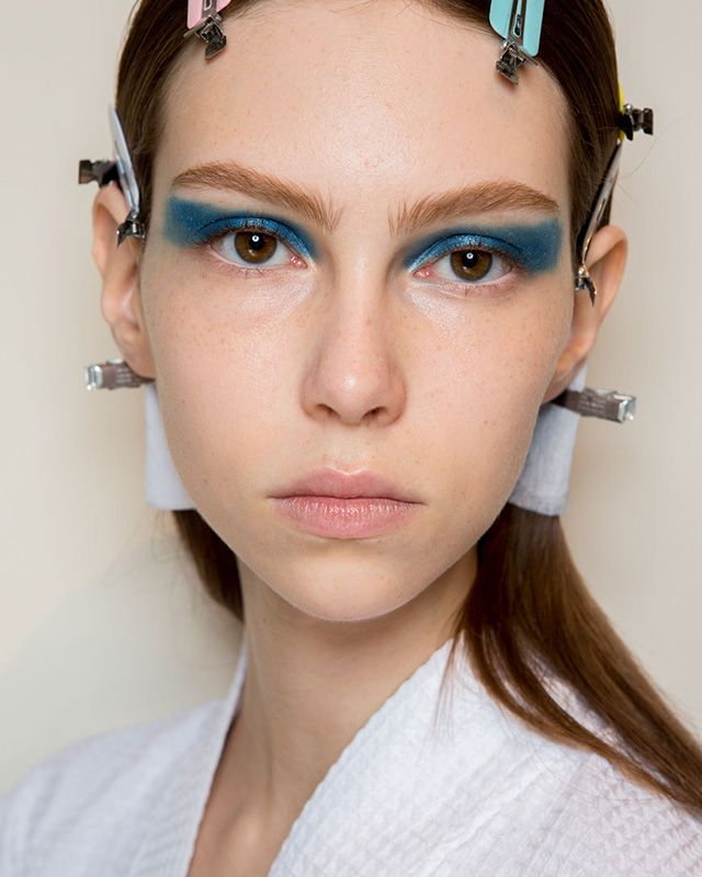 victoria-beckham-ss17 Best Makeup Trends, Looks: NYFW Spring/Summer 2017, All About The Eyes, Vibrant Eyeliner, Eyeshadow