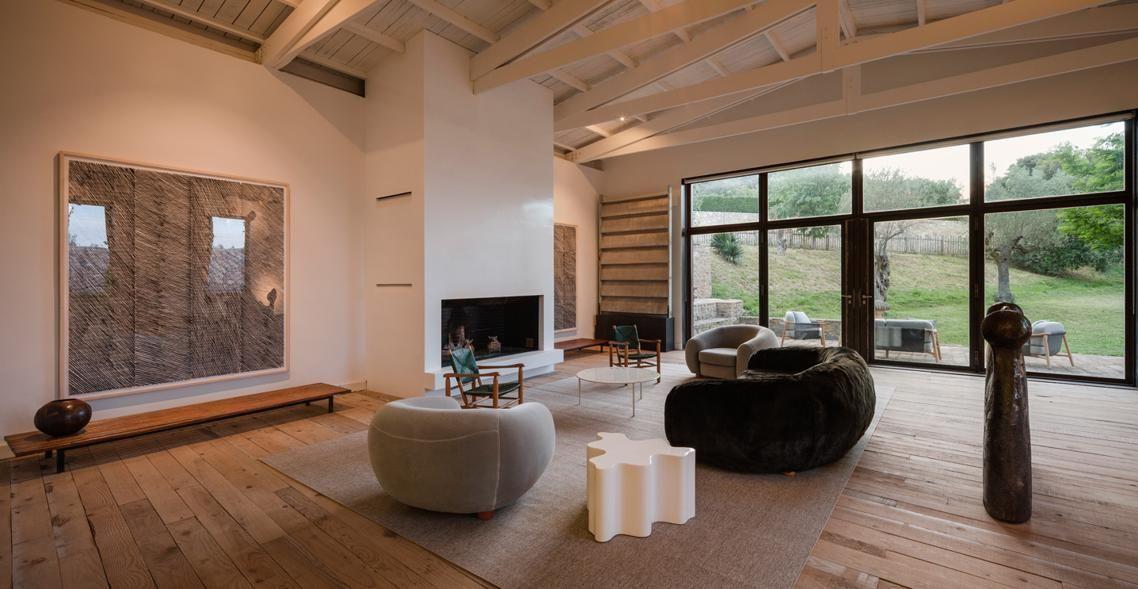 Una Casa Colonica Arredata Con Un Minimalismo Sobrio E Ricercato Casa Rustica Salotti Eleganti Architettura