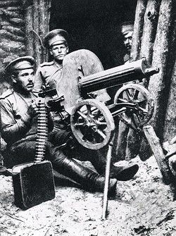 Russian machine gunners in action with a Maxim gun on the eastern front during the First World War. Pin by Paolo Marzioli