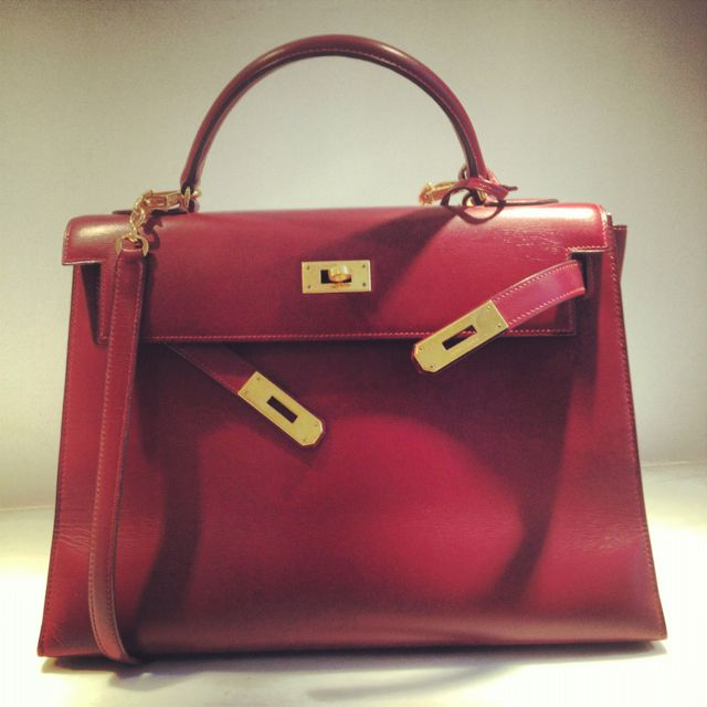 36f3b5ce9 Hermes Kelly burgundy.... Our favorite color @labellov.com ...