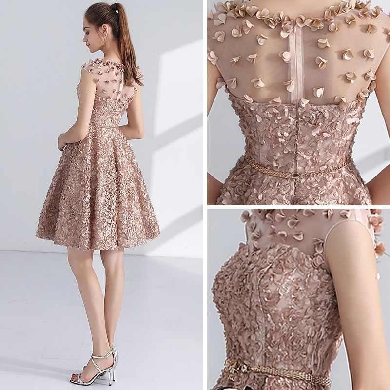 Photo of Chic / Beautiful Champagne Homecoming Graduation Dresses 2017 A-Line / Princess Scoop Neck Sleeveless Appliques Flower Metal Sash Short Pierced Formal Dresses