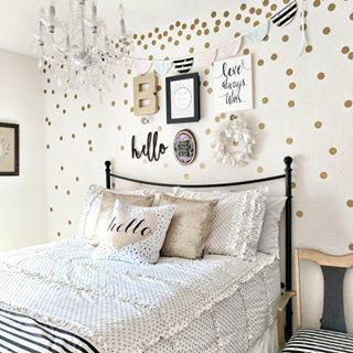 Happy Sunday ! Why are boys room so much harder to decorate than girls rooms ? I am still working on my oldest sons room and I feel like I have hit a wall 🤦...#girls
