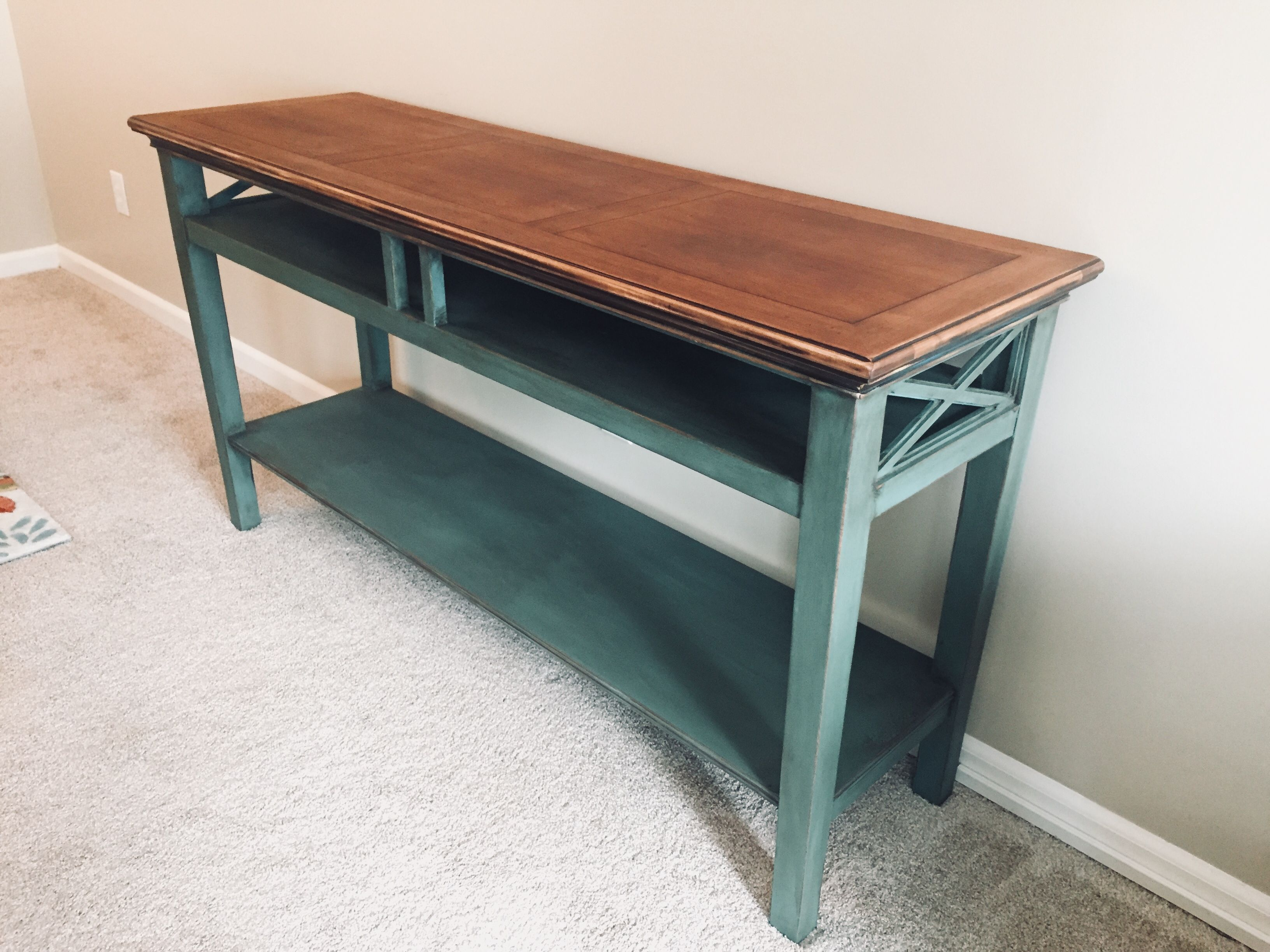 Farmhouse Style Sofa Table Refinish Project / DIY / With Chalk Paint And  Antiquing Wax.