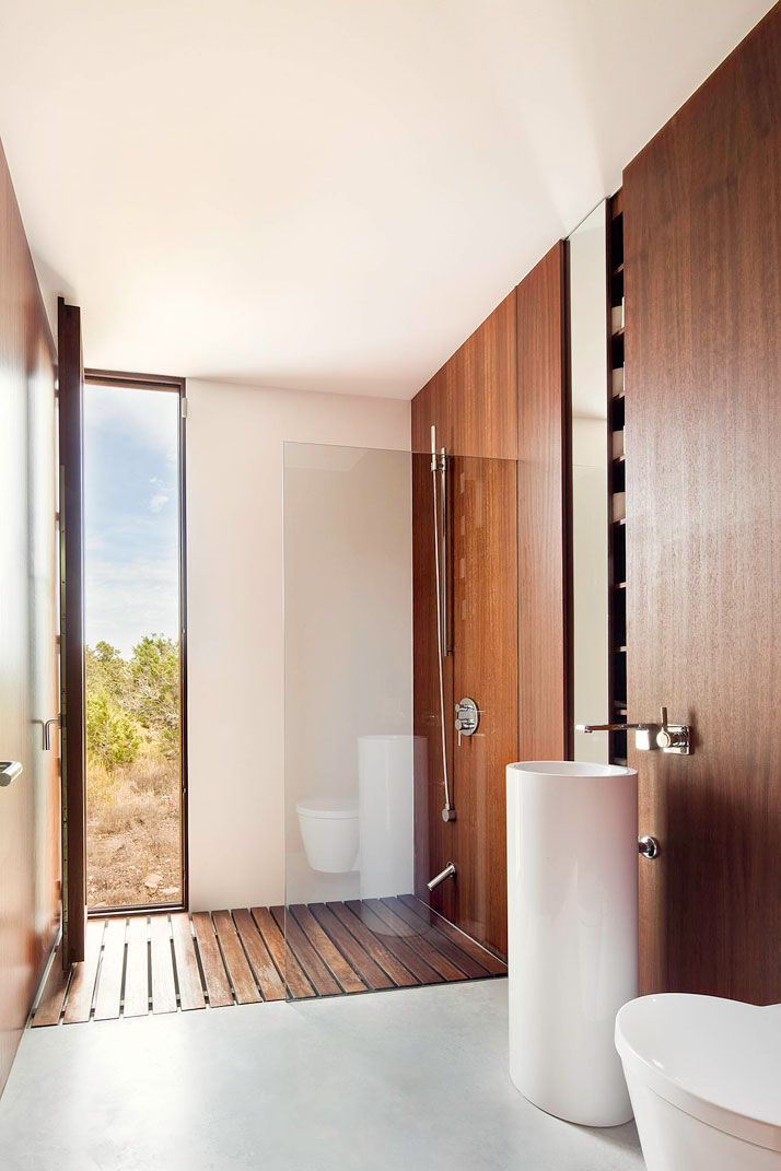 Wood in a shower? Yes, please.   Home-Office In Formentera By Marià Castelló   Yatzer