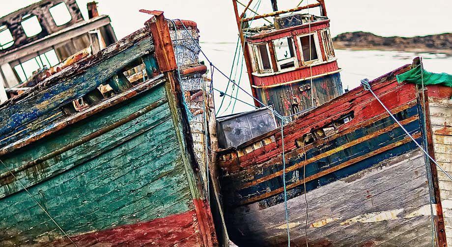 Old Fishing Boats Isle Of Mull Scotland Fishing Boats Old Boats Kayak Boats