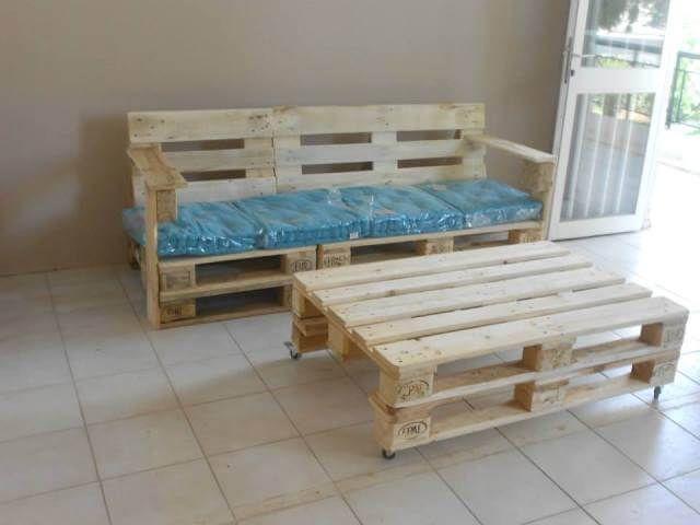 Paletten Bank mit Kissen Möbel aus paletten, Holzplatten