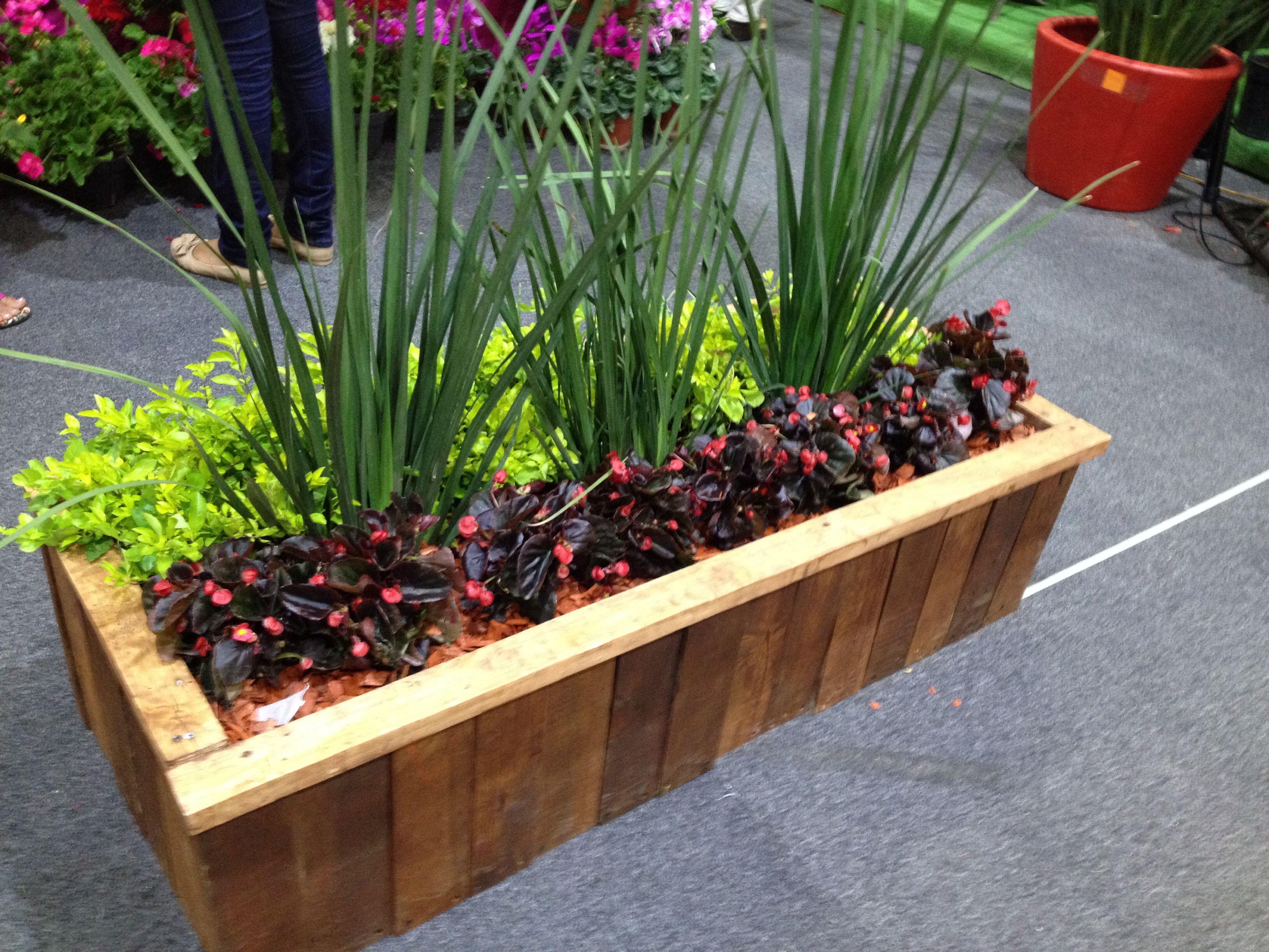 Macetero de madera reciclada vivero pinterest for Maceteros de madera para interior