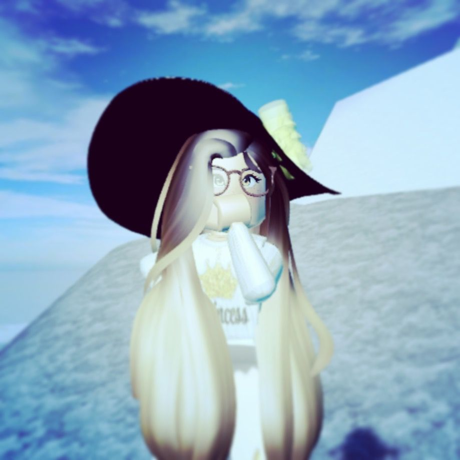 Pin By S A I L A On Roblox Royale High High Pictures My Pictures Roblox