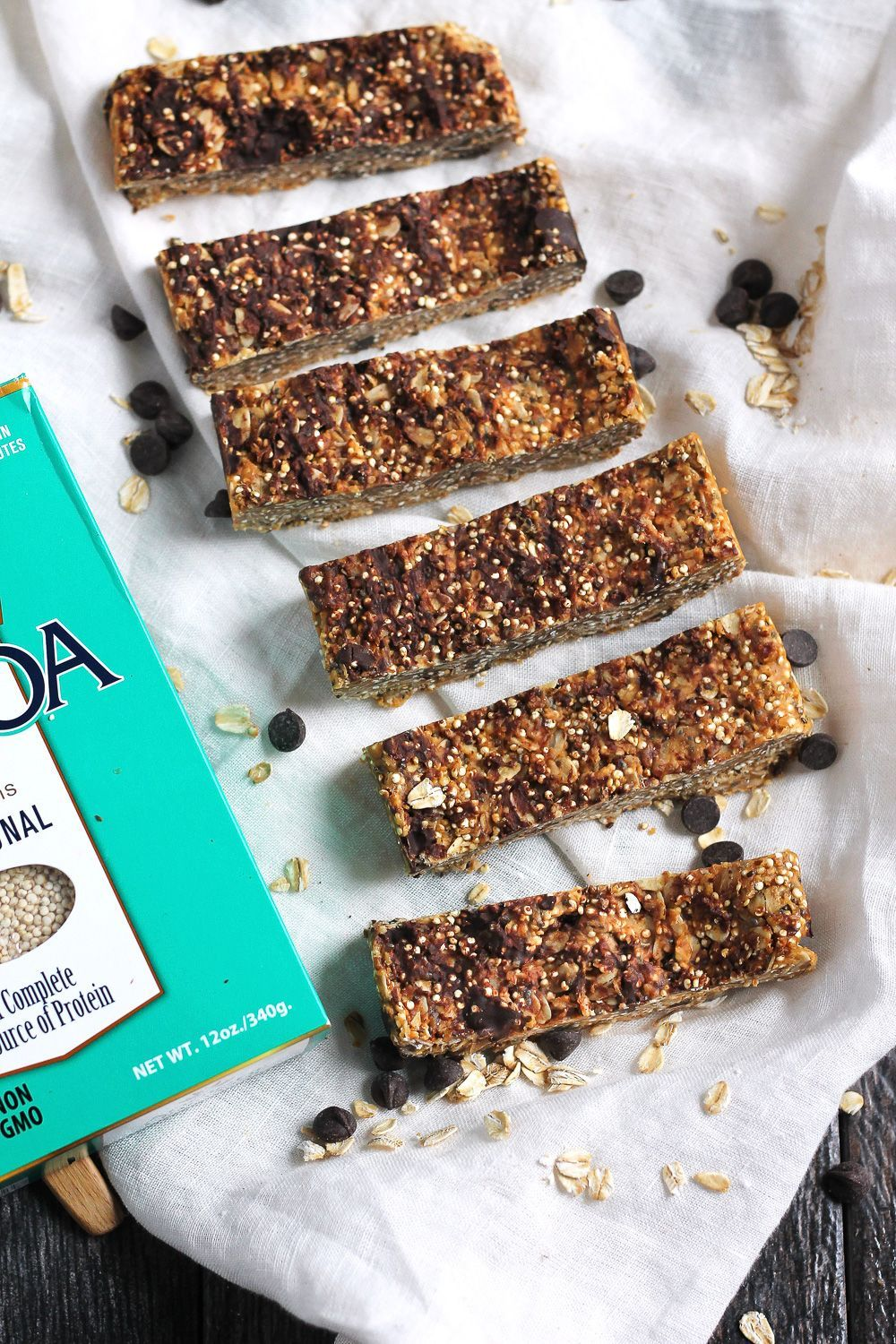 Peanut Butter Quinoa Granola Bars Almost no-bake quinoa granola bars with simple, natural ingredients. Only require a few ingredients and so easy to make! FREEZER FRIENDLY!Almost no-bake quinoa granola bars with simple, natural ingredients. Only require a few ingredients and so easy to make! FREEZER FRIENDLY!