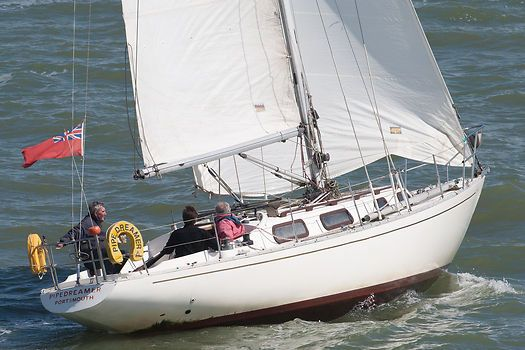The Contessa 26 yacht 'Pipedreamer' sailing in the Solent.
