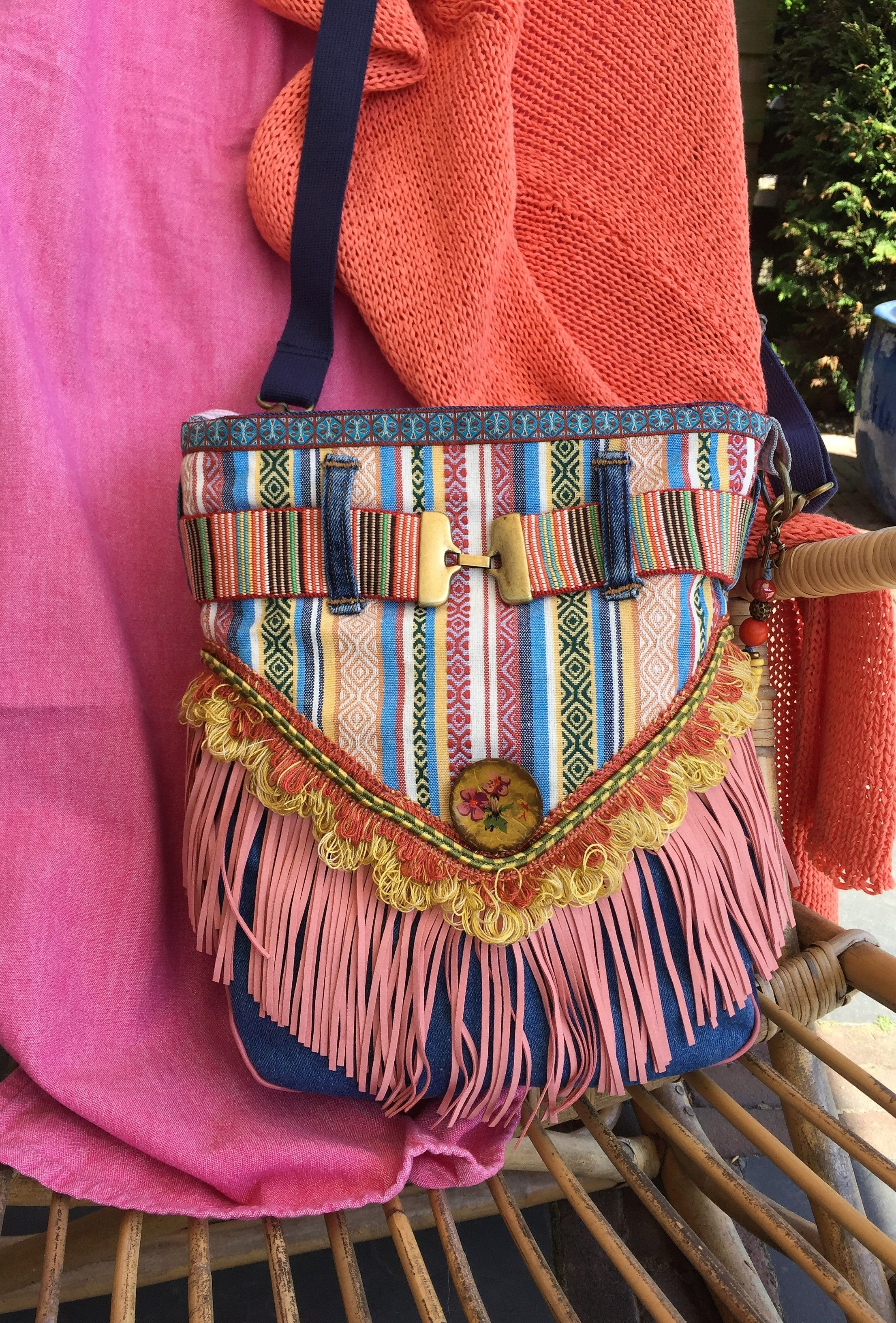 Do you also love the colors in this bag!? Bags, Hippie