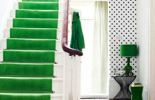 Elegant Farbgestaltung Im Flur Grüne Treppe Punktförmige Wand