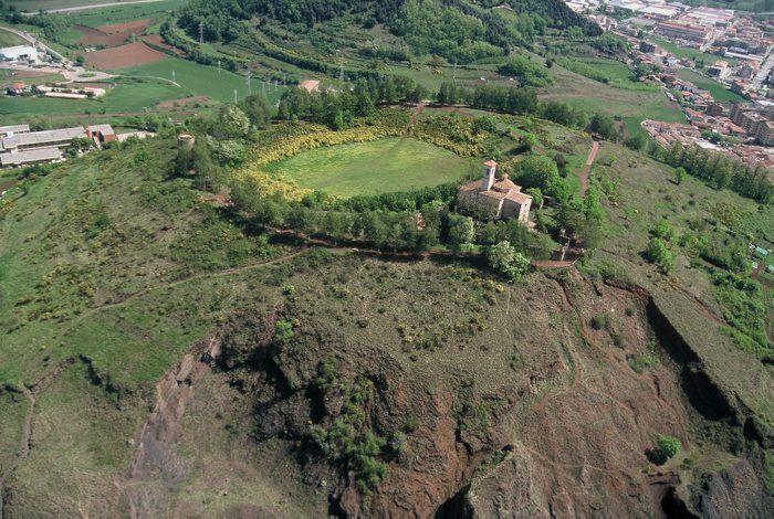 Parque Natural de la Zona Volcànica de la Garrotxa. Volcà de Montsacopa