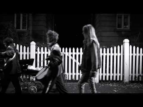 The Raveonettes, Curse the Night (Observator; 2012). Um barulho melódico, uma espécie de punk romântico, em meio a um clipe tão bonito quanto os rostos das crianças que vemos antes de colocarem as máscaras: https://www.youtube.com/watch?v=gemKsn4cJCU. I cry my day, I travel your sea. I want you, you didn't want me.