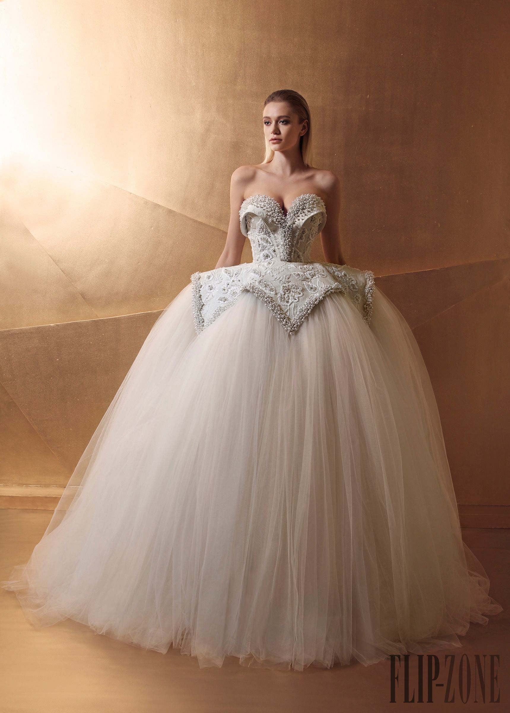 Maison Lilly and Billy Spring-summer 2016 - Bridal - http://www.flip-zone.com/Maison-Lilly-and-Billy-6015
