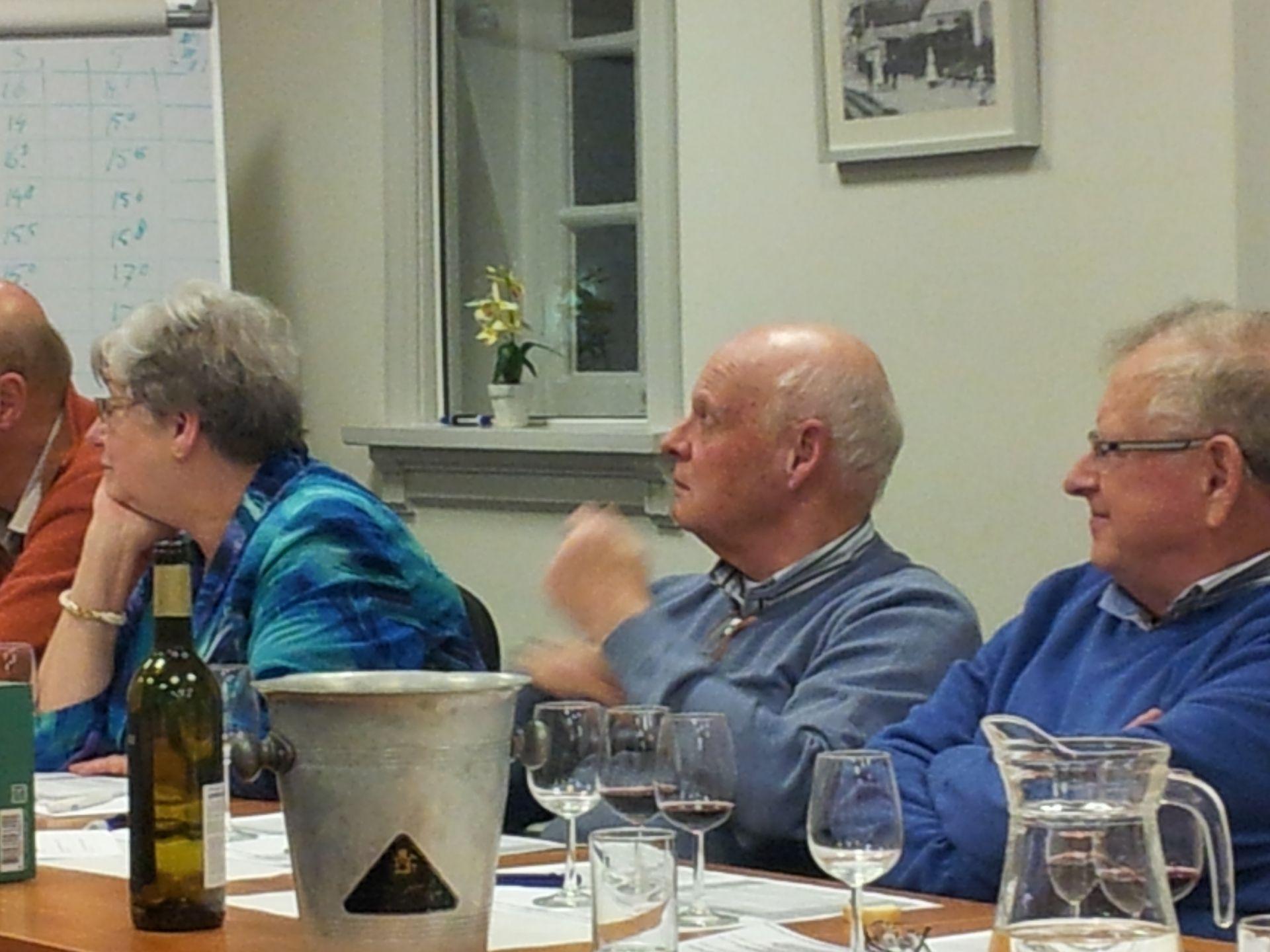 Oost-Brabant: Wijnproeverij Terroirs van Domaine La Gontarde . Op de foto George Mes en Ad Jansen.