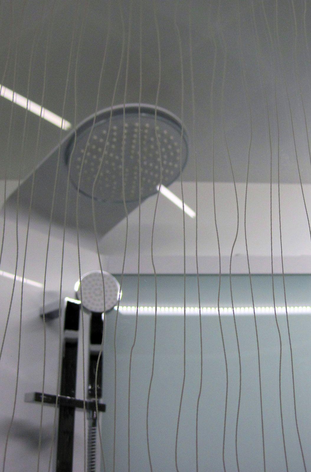 Habitare 2013. Sanka-suihkukaappi kuviollisella lasiseinällä. - Sanka shower cabinet with patterned glass wall. Saatavilla/Available in: http://www.taloon.com/suihkukaappi-sanka-bric-4-910x910-mm-valkoinen-lasi-kontur-ja-frost/LVI-5844212/dp?openGroup=267