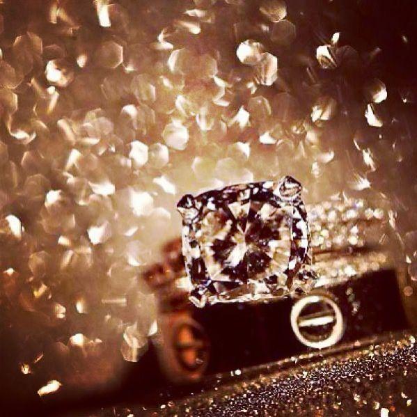 Es mejor que mi anillo de compromiso y mi anillo de boda sean de plata.