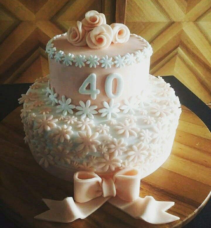 Fiori 40 Anni.Torta Compleanno 40 Anni Pasta Di Zucchero Fiori Rosa Bianco