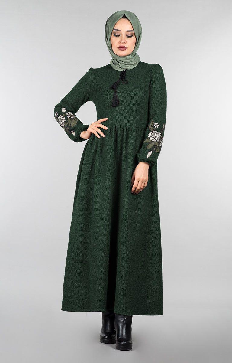4329f64ae513b Tesettür Pazarı Balık Sırtı Nakışlı Elbise Modelleri - Moda Tesettür Giyim
