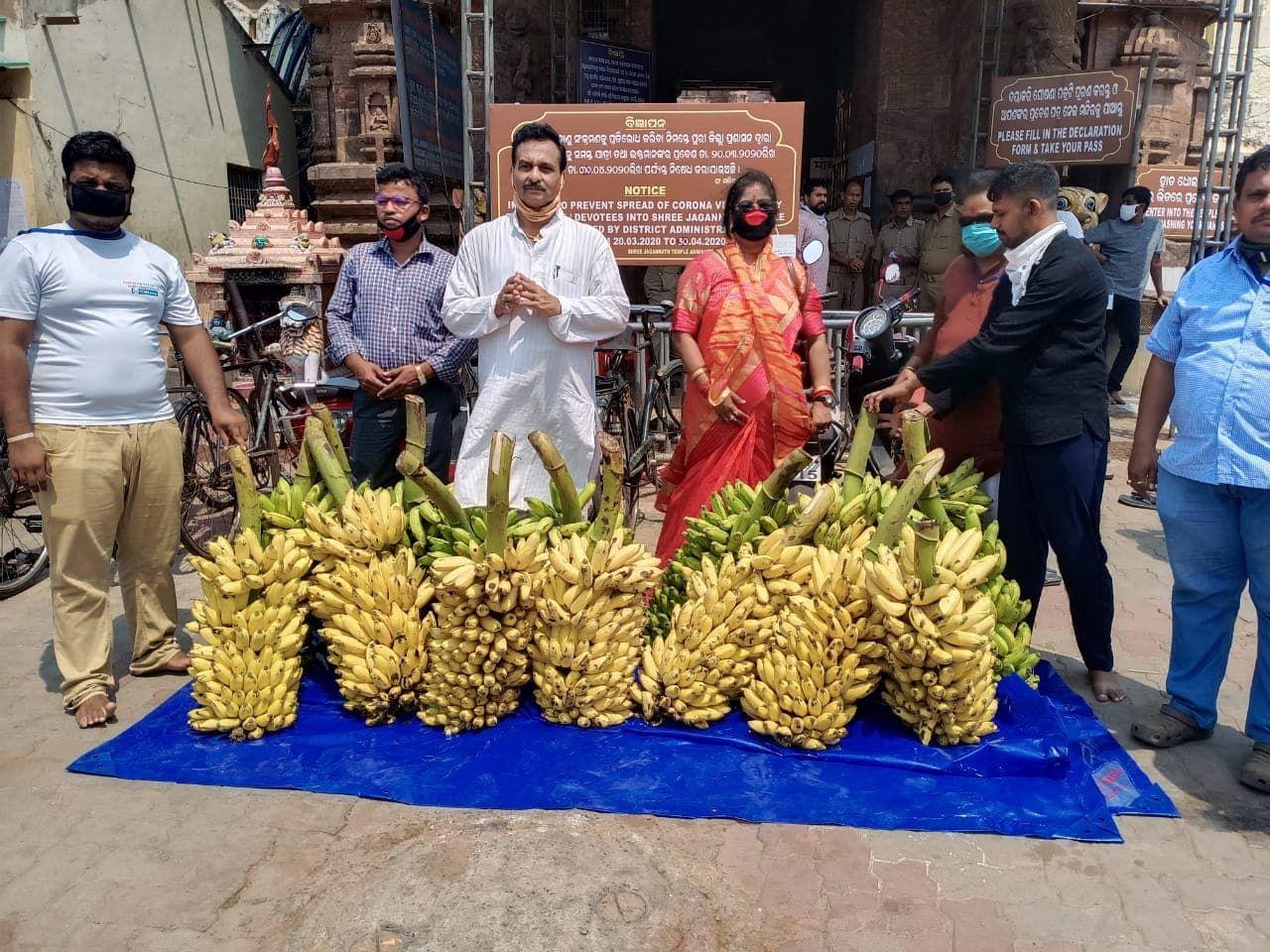 Spiritual Academy started feeding Stray Monkeys in Puri