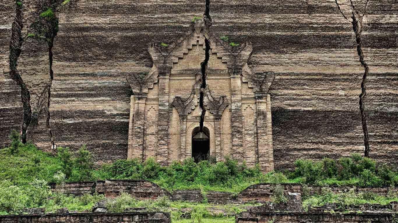Mingun Pahtodawgyi | Mingun+Pahtodawgyi+ruins,+Mingun,+Myanmar+20140429.jpg