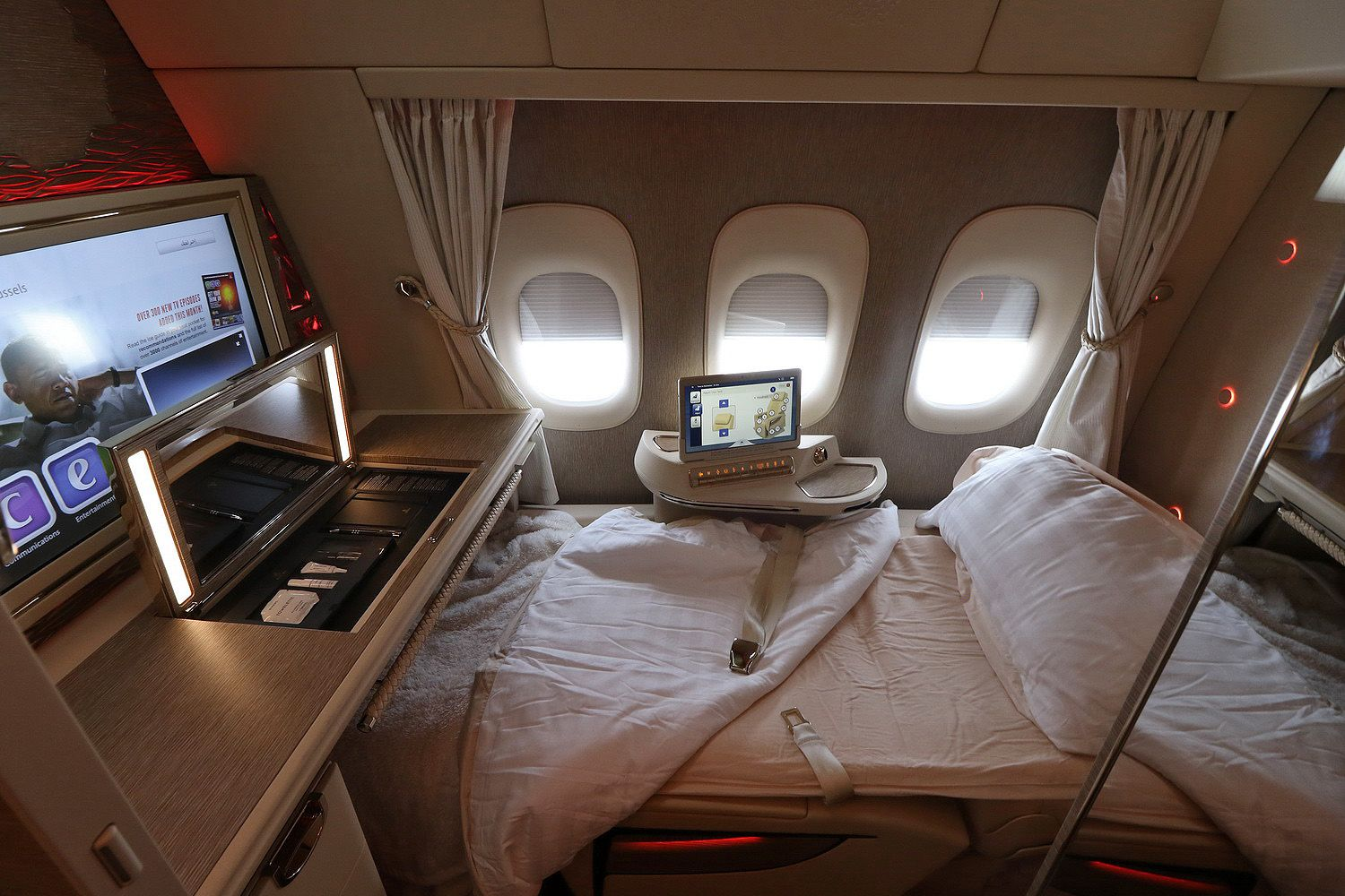 Review Emirates New First Class Suite On B777 300 Er Business