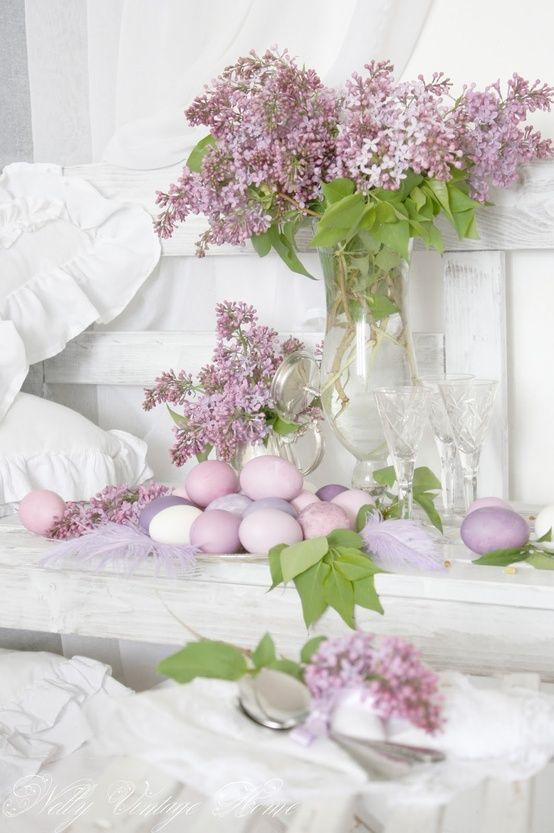 tischdeko zu ostern flieder lila gef rbte eier easter ostern dekoration und osterdeko. Black Bedroom Furniture Sets. Home Design Ideas