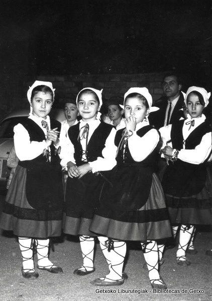 Grupo de danzas infantil de Berantzagi, 1972 (ref. 05267)