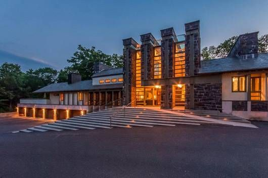 Exquisite Frank Lloyd Wright Inspired Contemporary Easton Ct Luxury Portfolio International Me Connecticut Real Estate Luxury Real Estate Facade House