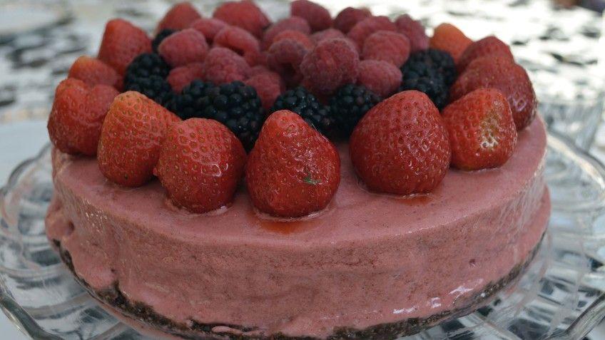 Jordgubbsglasstårta