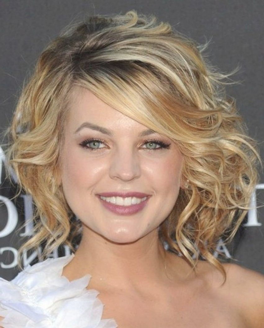 31 Wedding Hairstyles For Short To Medium Length Hair Curly Hair Styles Naturally Medium Hair Styles Medium Length Curly Hair