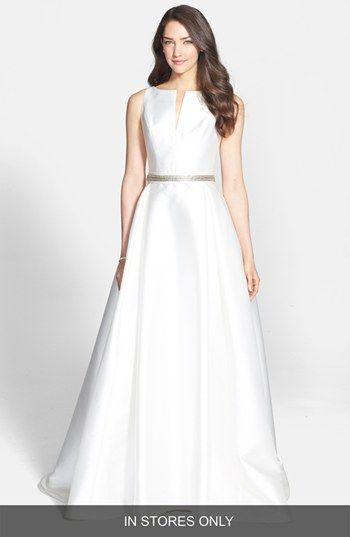 Tolles Kleid mit Goldrand