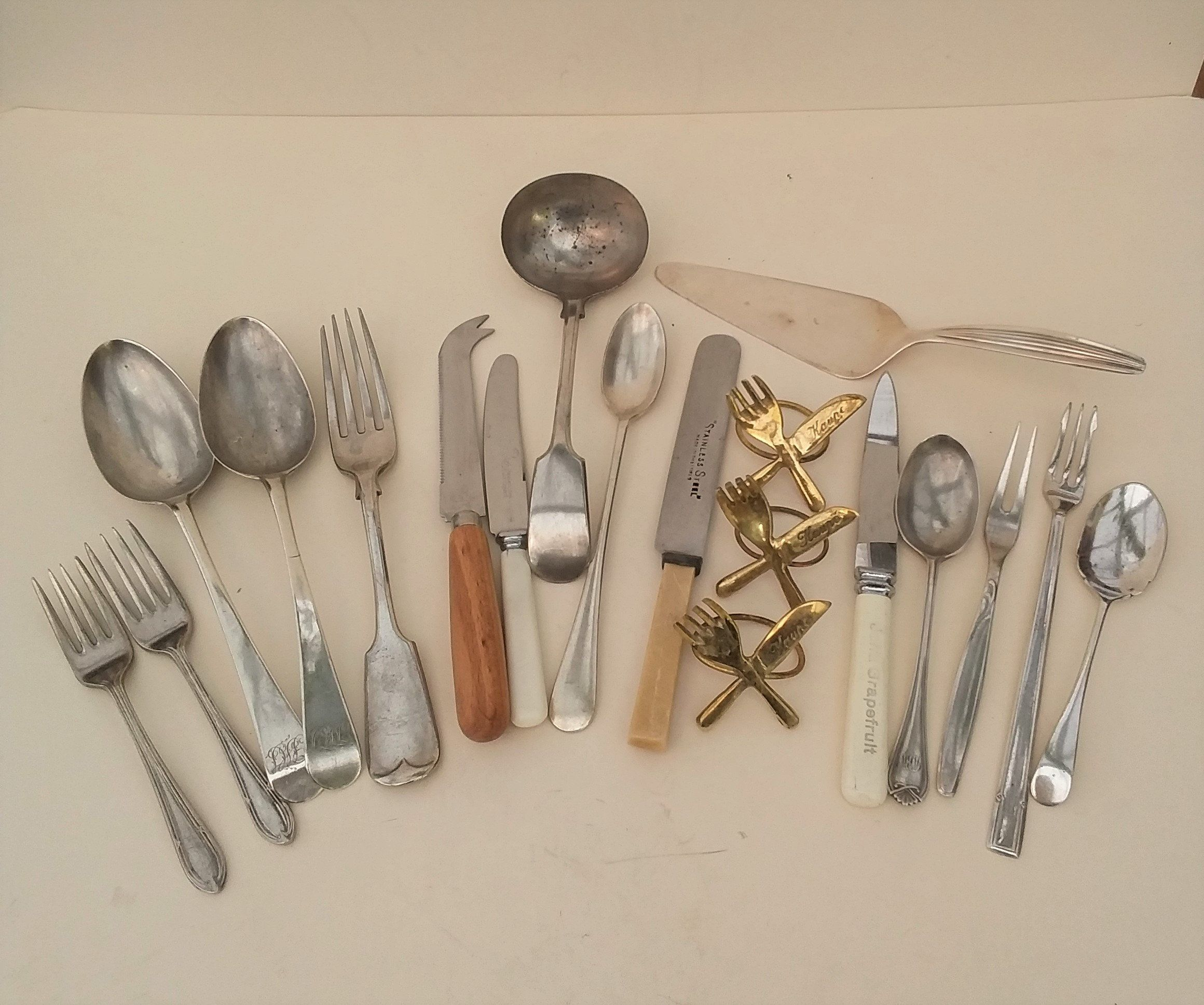 Lovely 19 piece vintage flatware