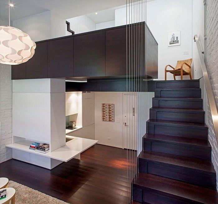 escalera preciosa de madera oscura