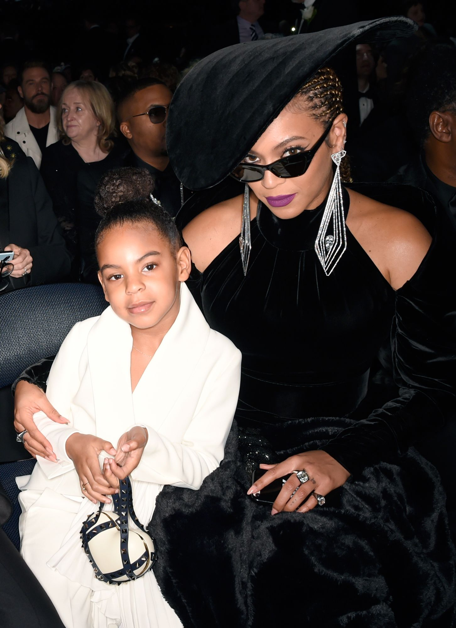 Beyonc 233 Attends Wearable Art Gala In Royalty Inspired