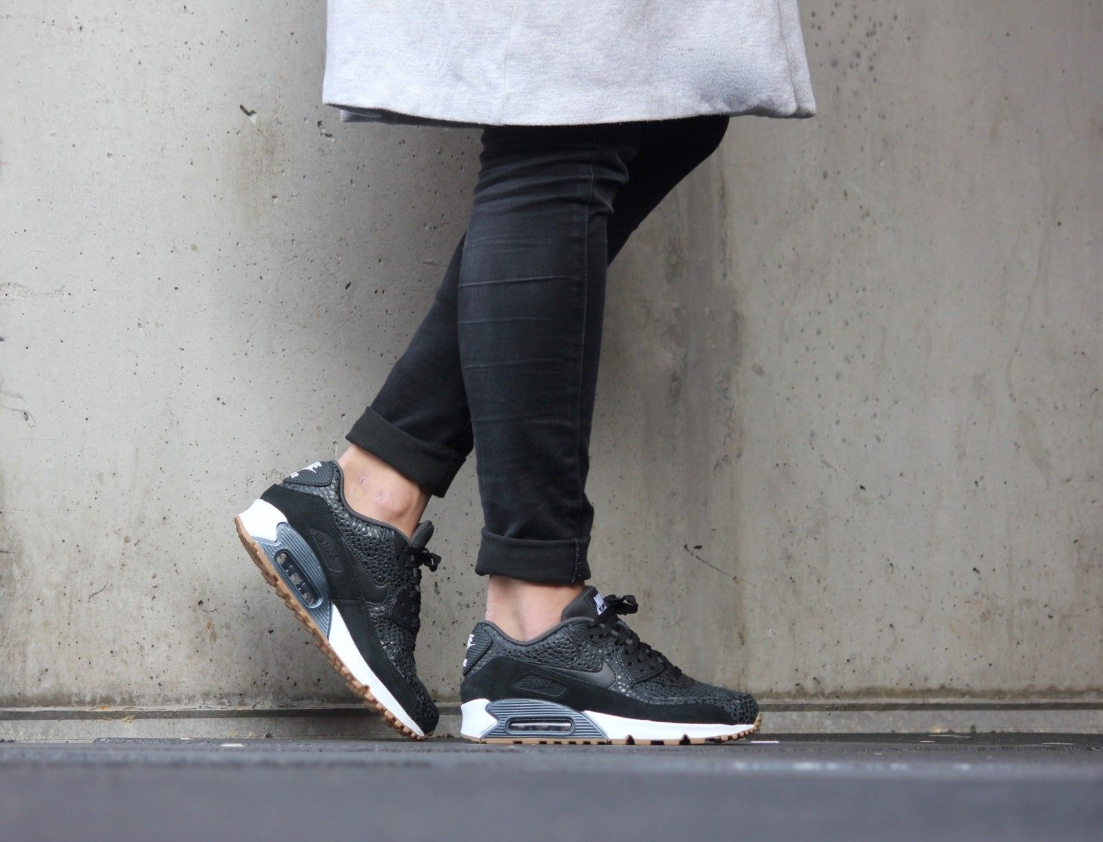 Nike WMNS Air Max 90 PRM Safari BlackBlack White 443817