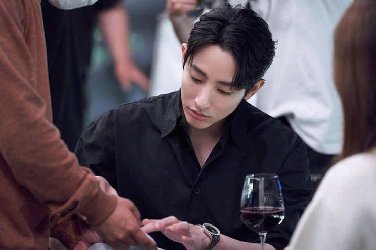 """Lee Soo Hyuk Talks About His Chemistry With Kang Tae Oh And Shin Do Hyun In """"Doom At Your Service"""""""