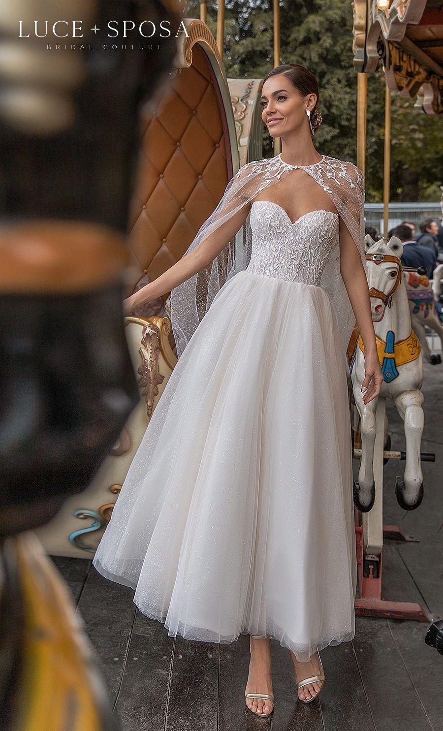 Luce Sposa Spring Summer 2021 Wedding Dresses Istanbul Paris Bridal Collections Wedding Inspirasi Cape Wedding Dress Wedding Dress For Short Women Edgy Wedding Dress [ 1485 x 900 Pixel ]