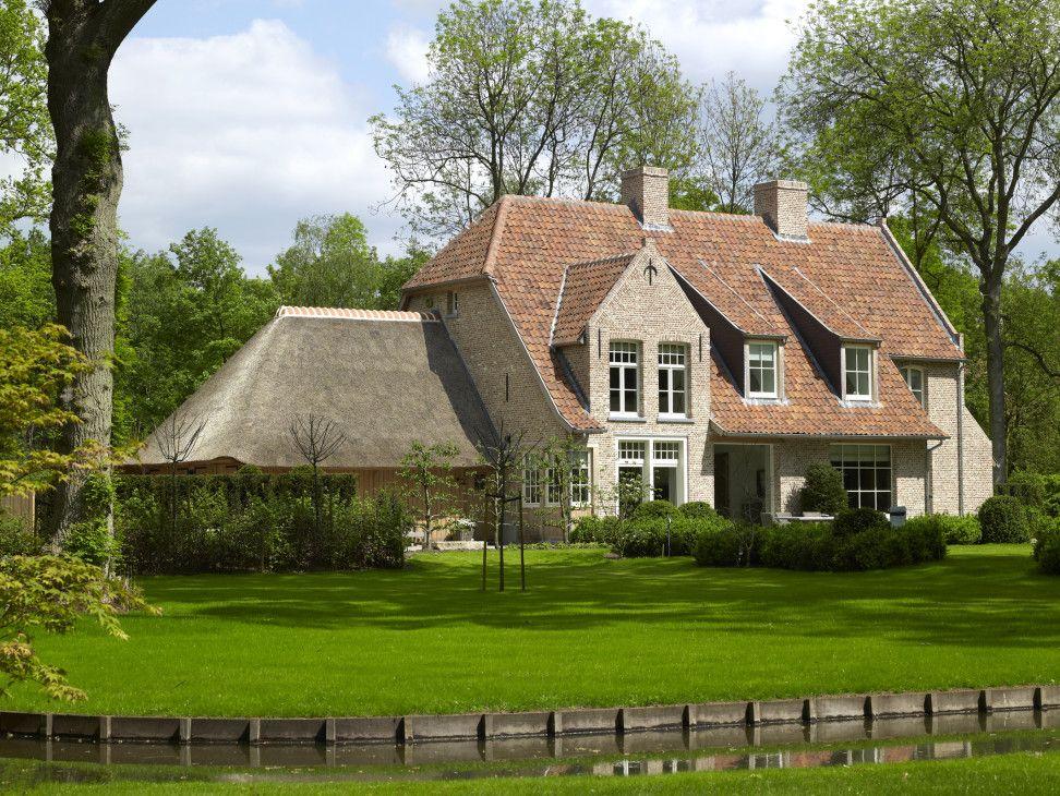 Landelijke woning met rieten dak villabouw sels landelijk