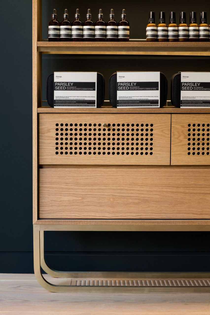 Aesop Montreal Store By Alain Carle Draws On Local Jazz Heritage Bunte Mobel Coole Mobel Viktorianisches Mobel