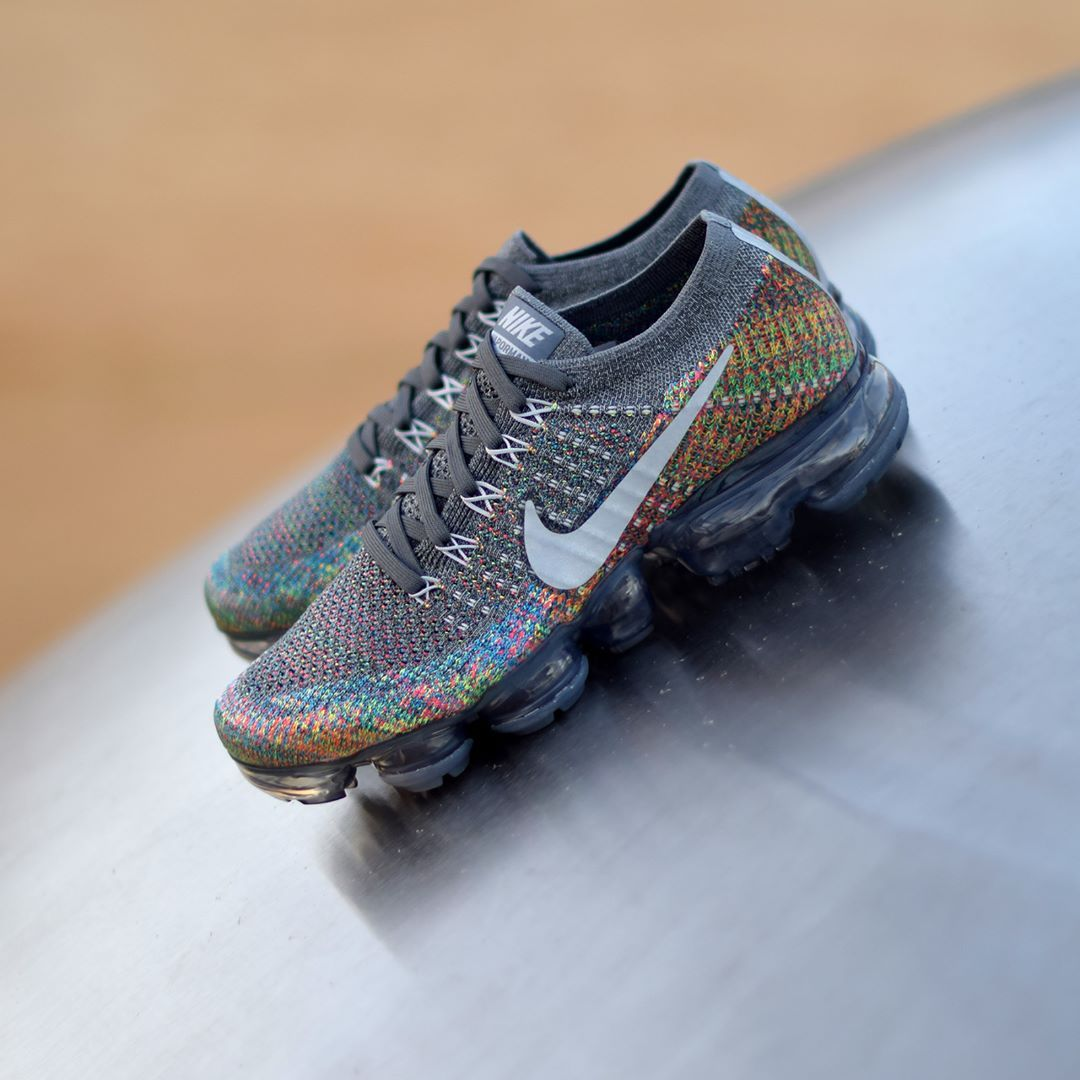 best service 43aa1 d1795 Nike Air Vapormax Flyknit Grey Multi . Disponible Available  SNKRS.COM