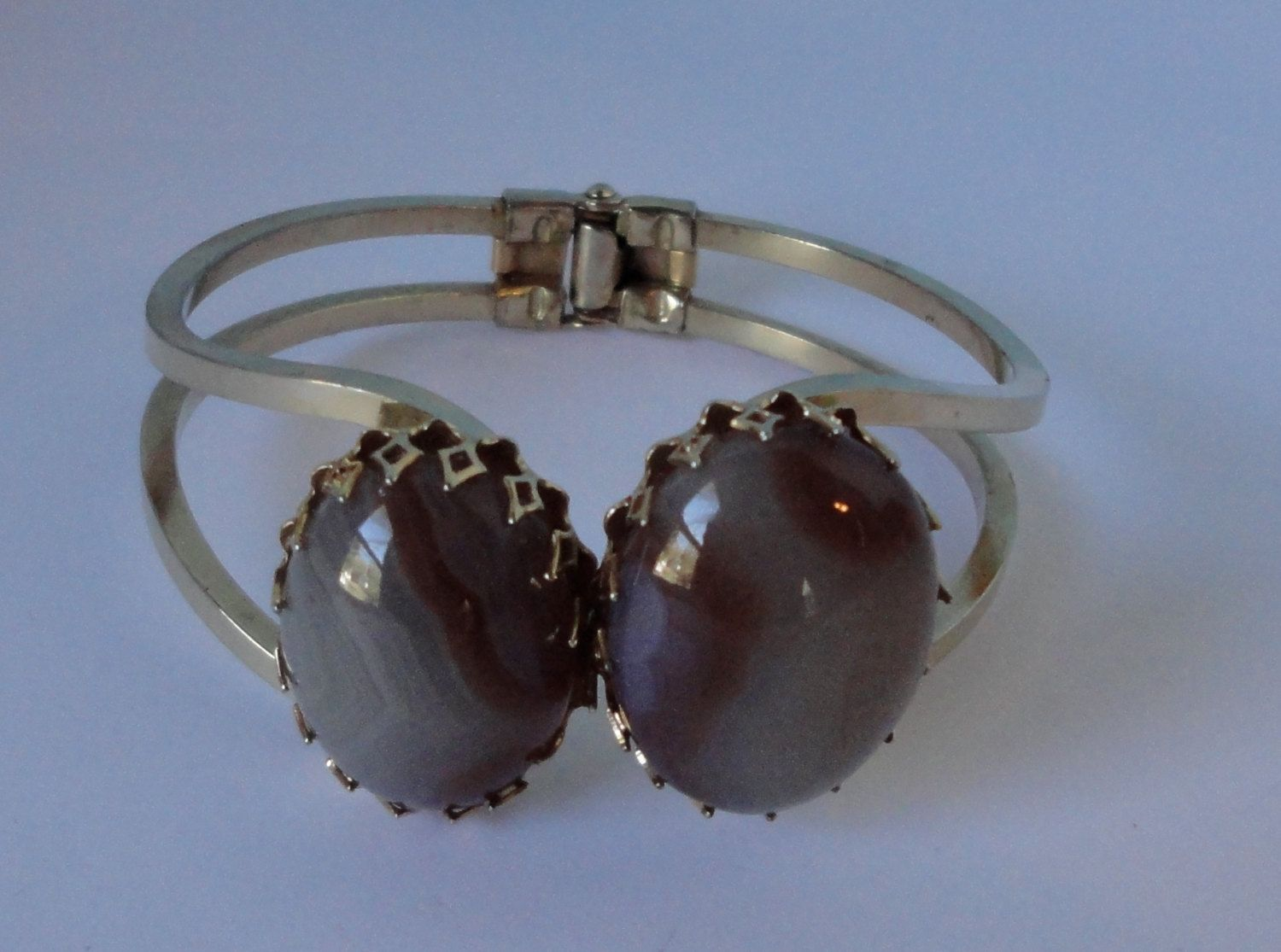Vintage gold tone metal Clamper Bracelet with 2 Agate/Jasper cabs by Cosasraras on Etsy