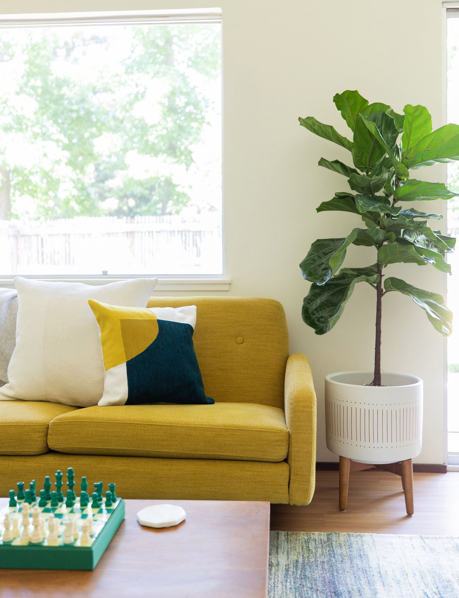 House Tour A Modern Coastal Oasis For Leesa Mattress Co Founder David Wolfe Front Main West Elm Furniture Mid Century Modern House Home