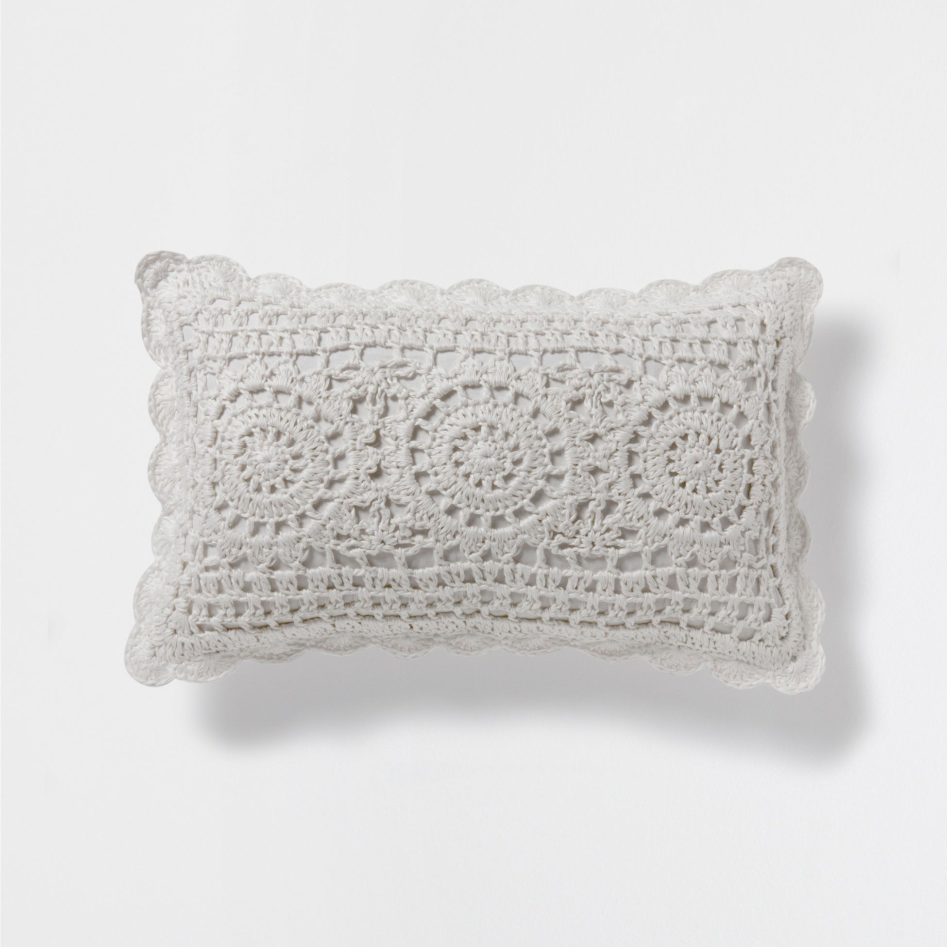 Cojín lino crochet | Crochet, Crochet pouf and Crochet cushions