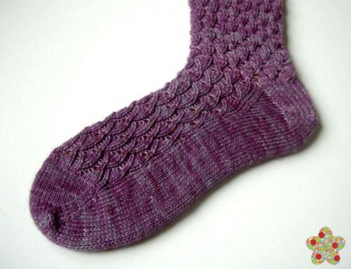 Child's First Sock in Shell, tejido por Ángela Gómez Ortega, diseño de Nancy Bush.  http://www.ravelry.com/projects/angela-/childs-first-sock-in-shell-pattern