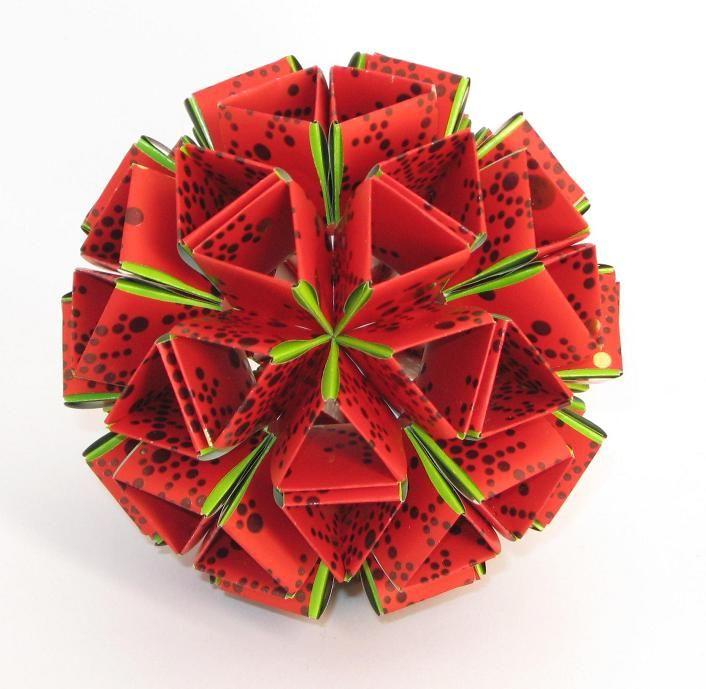 Приветик! С наступающим Рождеством! Snapology by Heinz Strobl 90 внешних мод., полоса 1,9 х 8,4 см 60 внутренних мод., 2,0 х 8,0 см, итог 10,0 см Name: - Units: 30 Paper size: 10,0 х 8,8 (2:sqrt3) Final height: ~ 9,0 cm…