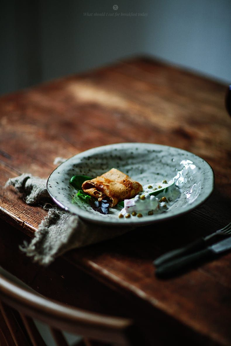Savoury crepes with greens and ham / Marta Greber