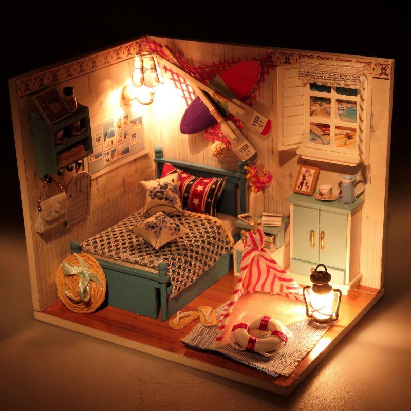 Creative Miniature beach house Dollhouse Furniture DIY Dollhouse romance Summer  Wooden Doll Houses Miniaure Toys for Kids M010