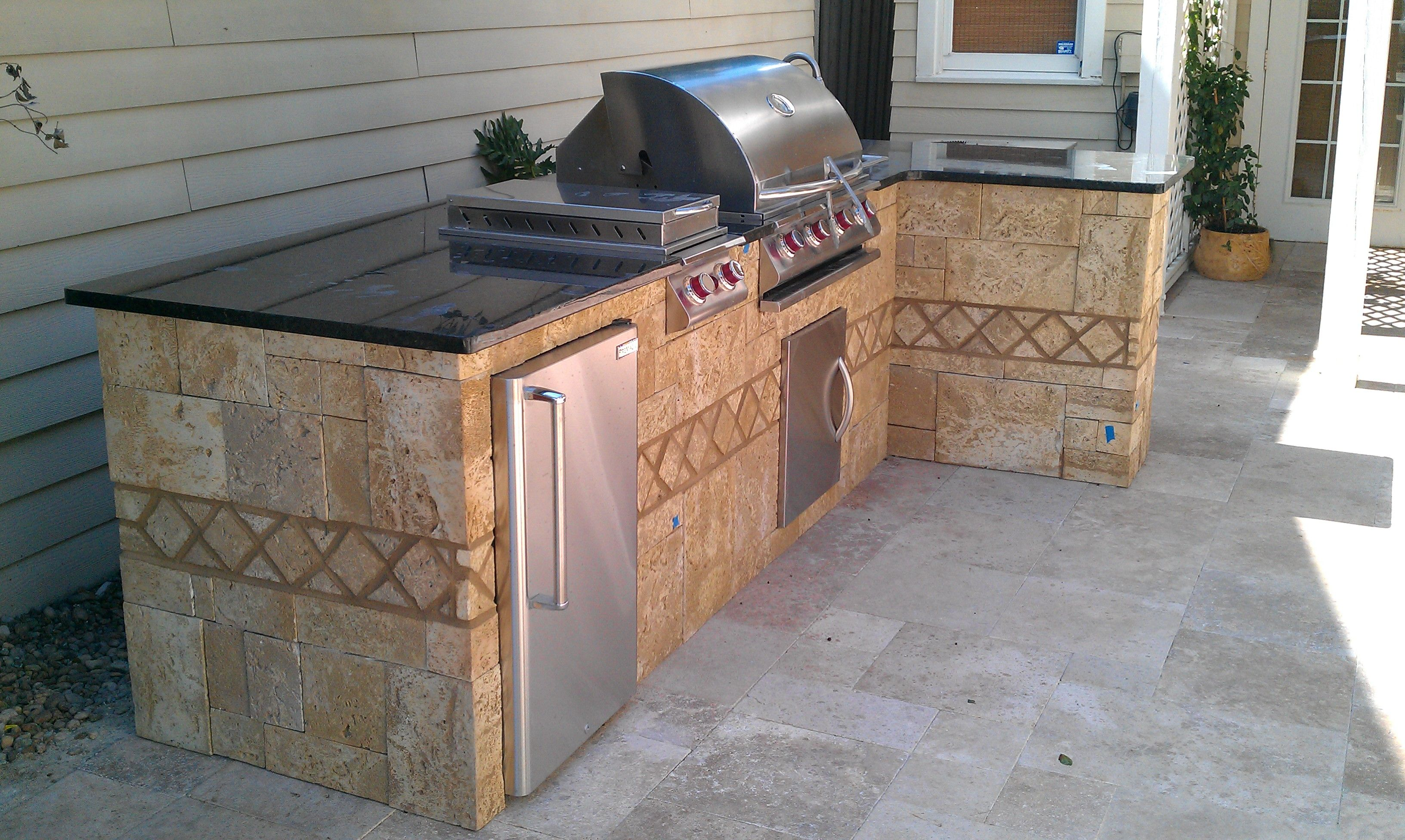 Outdoor Kitchen On Travertine Patio With Granite Top And Stainless Inserts Grill Ice Bin Refrigerat Outdoor Kitchen Design Travertine Patio Outdoor Kitchen
